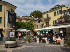 small-piazza-in-bardolino