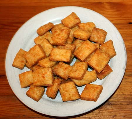 cheesy-crackers